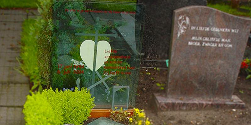 Gedenkmonumenten glas RVS
