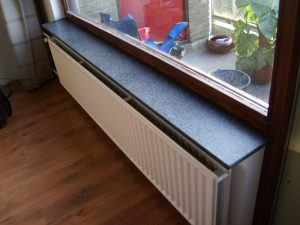 Zwarte hardsteen vensterbank